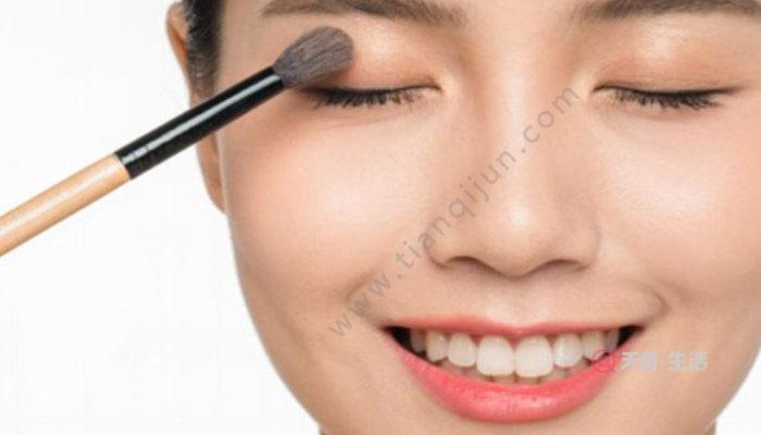 彩妆过期还能用吗