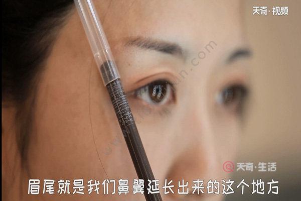 怎么画眼线和眉毛