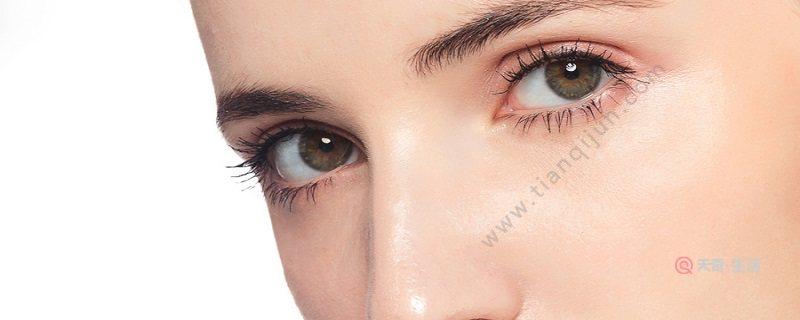 白色眼影当做高光可以吗