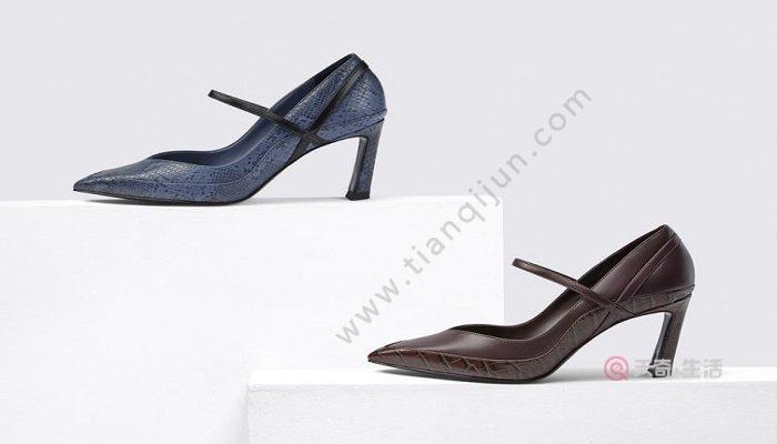 小西装适合搭配哪种鞋子