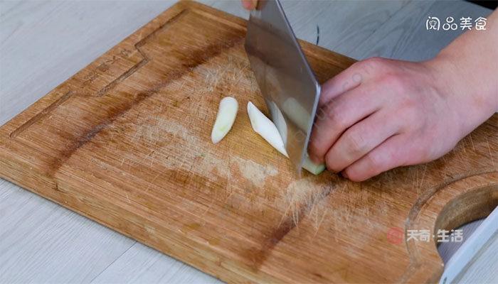茼蒿炖豆腐做法 茼蒿炖豆腐怎么做