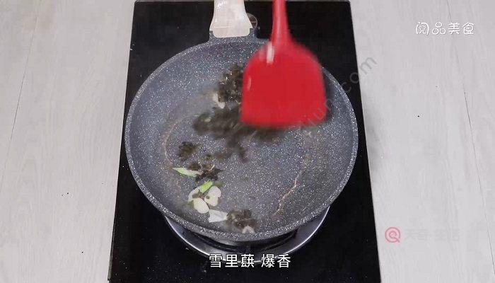 雪里蕻青椒炒墨鱼怎么做  雪里蕻青椒炒墨鱼
