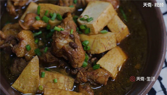 芋头焖鸭怎么做 芋头焖鸭的做法